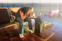 Вместо отпускников порой улетают в неизвестном направлении деньги с их счетов. Фото mortylefkoe.com
