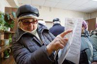 По платежкам за коммунальные услуги у людей тоже немало вопросов…Фото Максима ВАСИЛЬЕВА из архива редакции
