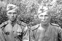 На фото Константин Толстов – справа. Кто слева – выяснить не удалось.