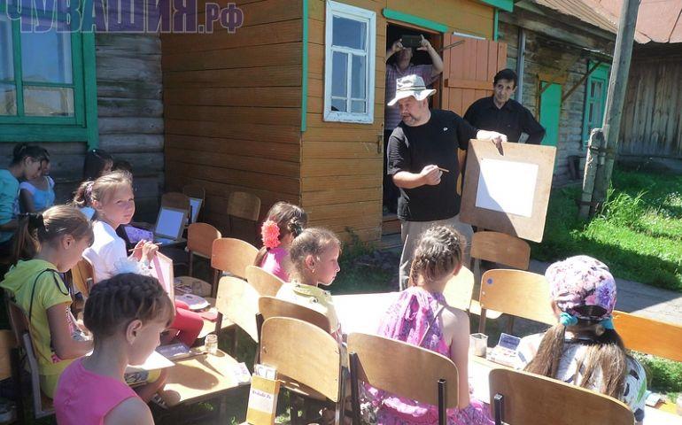 На мастер-классе художника из Самары дети учились азам профессии.
