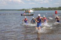 На берег выбрались богатыри экстрима.Фото: cap.ru