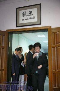 Заместителю губернатора провинции Аньхой Лю Ли приятно было прочитать надпись на родном языке: «Добро пожаловать в музей Бичурина».