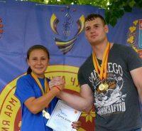 Крепкое рукопожатие Елены Романовой и Леонида Тимкчяна.Фото с сайта ЧГУ