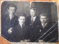 На этом довоенном снимке Георгий Ефимов – второй слева.Фото из семейного архива