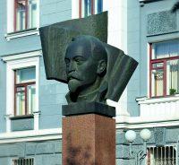 Этот памятник был открыт в 1987 году.