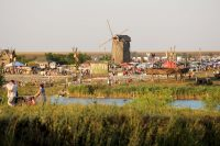На заброшенном когда-то поле вырос музей под открытым небом.Фото cdnimg.rg.ru