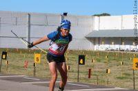 Евгений Петров прекрасно освоил лыжероллерную трассу.Фото biathlonrus.com