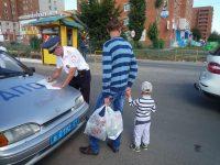 Дети порой знают лучше взрослых правила дорожного движения, но родители своим примером показывают, как их можно нарушать.Фото автора