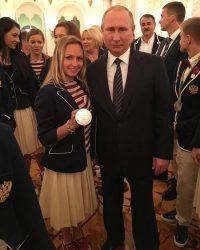 Фото на память с Президентом России и с олимпийской медалью.Фото из личного архива Дарьи Спиридоновой