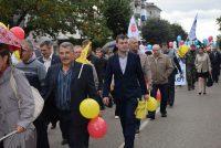 Шествие трудовых коллективов в честь 100-летия Шумерли очень напоминало праздничную демонстрацию.Фото cap.ru