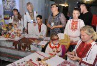 В национальном костюме марийцев и верховых чувашей много общего.Фото с сайта cap.ru