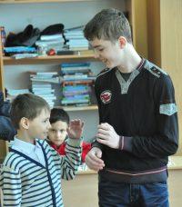 Даниил еще и шефствует над Артемом.Фото Олега МАЛЬЦЕВА