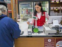Код на акцизной марке и код на дополнительном чеке – это не одно и то же.Фото Максима ВАСИЛЬЕВА
