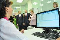 В новой детской поликлинике, рассказали Веронике Скворцовой, активно используют современные информационные технологии.Фото Олега МАЛЬЦЕВА