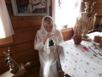 В музее не только рассказывали, но и демонстрировали, чем в старину занимались чувашские женщины.Фото автора