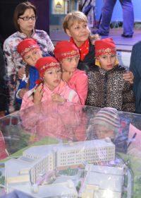 Скорей бы школу рядом с домом построили!Фото cap.ru