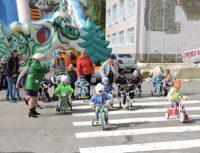 В велогонках малышей главными болельщицами были мамы.Фото cap.ru