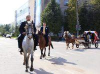 Этой невесте действительно достался «принц на белом коне».Фото cap.ru