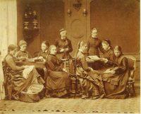 Первые женские классы появились еще в позапрошлом веке.