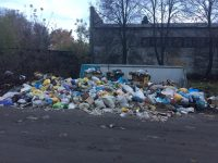 Вот так выглядит мусорка возле детсада № 2 на улице Толстого в Канаше.Фото жителей Канаша специально для «СЧ»