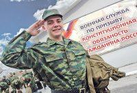 С прошлого года сборный пункт солдаты покидают в специальной амуниции, предназначенной для конкретного рода войск.Коллаж «СЧ»