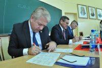 Министры и руководитель вуза тоже рассчитывают на высокие баллы за диктант.