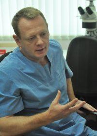 От диагноза Евгения Москвичева зависит объем операции, дальнейшее лечение химиопрепаратами и доза облучения онкобольного.Фото Олега МАЛЬЦЕВА