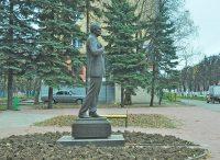Пока полюбоваться памятником можно только днем.Фото Олега МАЛЬЦЕВА