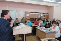 Вчера в Кугесьской средней школе №1 рассказали об электронных услугах Пенсионного фонда и молодежи, и старшему поколению.Фото автора