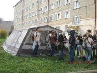 Студенты ЧГПУ получают средства защиты.Фото cap.ru