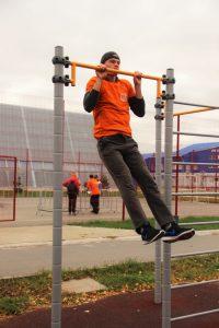 Подтянулся 13 раз на перекладине – и золотой значок твой (норматив для юношей 18-24 лет).Фото cap.ru