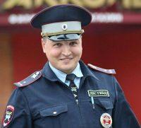 Старшего лейтенанта радует то, что большинство чебоксарских отцов-водителей перевозит детей в специальных креслах.