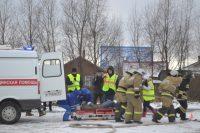 В рамках акции спасатели МЧС совместно с сотрудниками ГИБДД и врачами скорой помощи провели учения и показали, как нужно действовать в случае аварии.