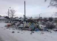 Груду мусора на улице Кирова припорошило первым снегом…Фото читателей Канаша специально для «СЧ»