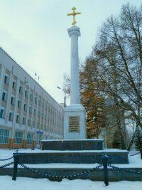 Крест был воздвигнут в память о разрушенных Спасо-Напольном храме, часовне и всех покоящихся на старом чебоксарском кладбище.
