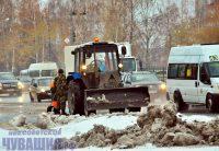 Не успела начаться зима, а стихия уже проверяет на прочность и людей, и технику. Фото Олега МАЛЬЦЕВА
