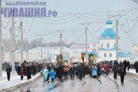 Начало торжествам положил крестный ход по центру Чебоксар. Фото Олега МАЛЬЦЕВА