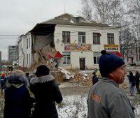 Несколько арендаторов, оставшихся в целой части здания, в тот день работали по обычному графику. Фото На-связи.ru