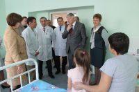 Главный онколог страны Владимир Поляков не только протестировал работу телемедицинского центра, но и проконсультировал пациентов, проходящих лечение в Республиканской детской клинической больнице.Фото cap.ru