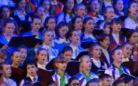 Десять юных музыкантов из Чувашии спели в составе тысячеголосого Детского хора России.Скриншот программы «Россия К»