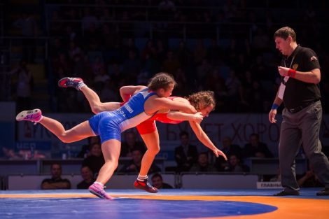 Чтобы вот так «порхать» на ковре, некоторым спортсменкам пришлось усиленно сидеть на бессолевой диете.Фото Максима ВАСИЛЬЕВА