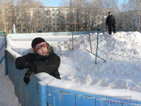 Уж свою-то спортплощадку мы в силах прибрать!Фото Олега МАЛЬЦЕВА из архива «СЧ»