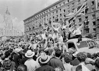 34 тысячи человек из 131 страны мира – Фестиваль молодежи и студентов 1957 года в Москве стал самым массовым за всю историю проведения подобных форумов.Фото alekseletskih.livejournal.com
