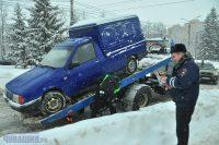 Парковка под запрещающим знаком ударит по карману.Фото Олега МАЛЬЦЕВА