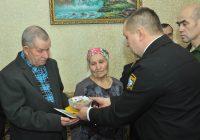 На встрече с поисковиками родные Николая Романова решили в следующем году навестить братскую могилу в Севастополе и отвезти на нее горсть родной земли.Фото Олега МАЛЬЦЕВА