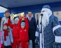 Самый настоящий Дед Мороз тоже принял участие в церемонии открытия спорткомплекса.Фото Максима ВАСИЛЬЕВА
