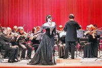 В программе концерта – знаменитые на весь мир вальсы, польки, увертюры и арии из любимых оперетт.