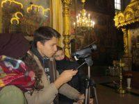 Участники инклюзивной киностудии засняли старинные фрески, что украшают стены, своды, колонны Введенского собора, роспись которых не имеет себе равных среди фресковой живописи 17 века во всем Среднем Поволжье.