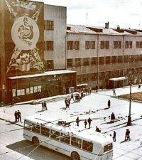 Панно «Телеграф на службе человека» на здании Главпочтамта Ижевска конца 1960-х.