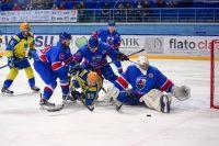 Чебоксарские хоккеисты все же отстояли свои ворота. Фото cap.ru